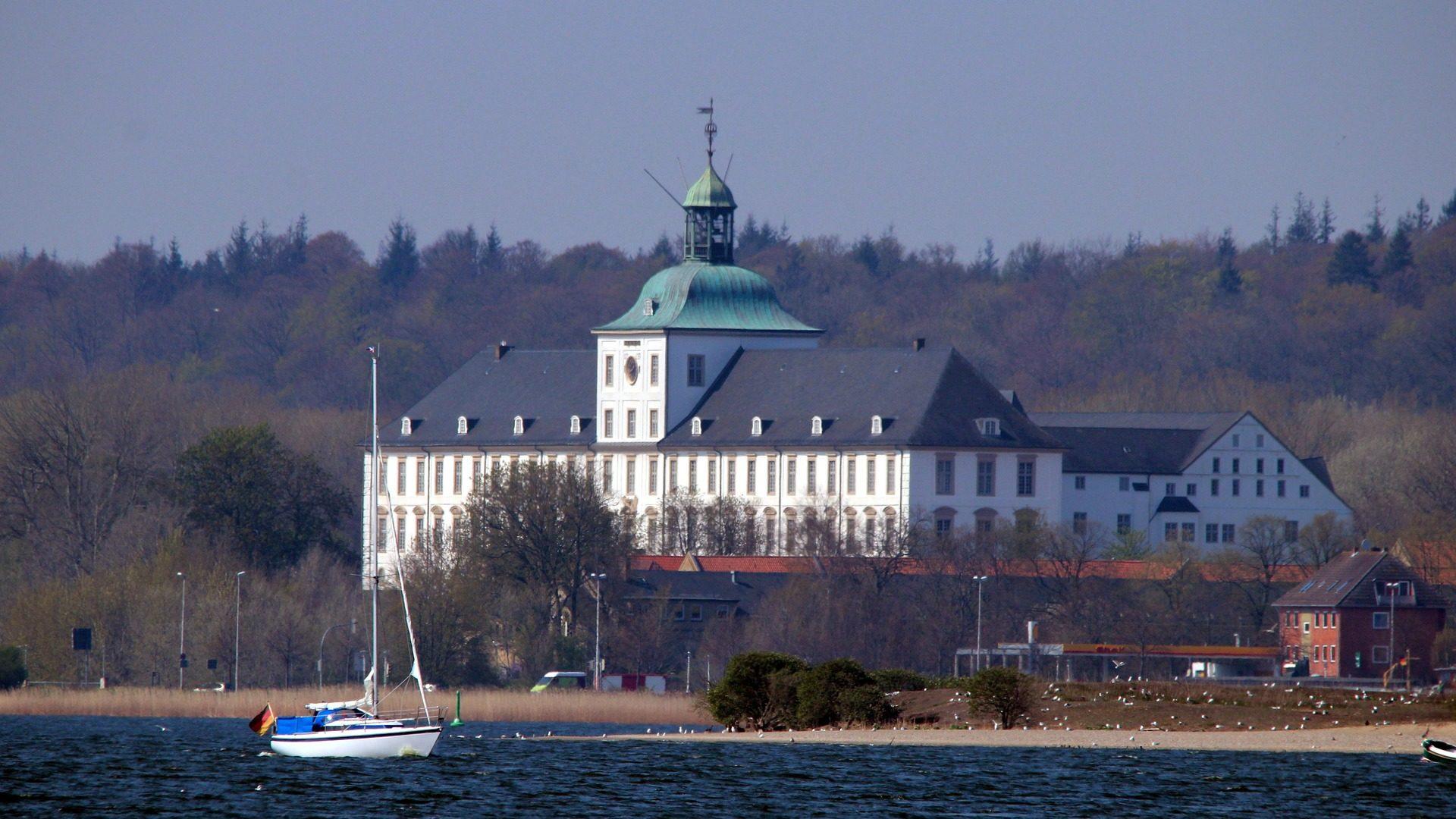 Schleiblick auf Schloss Gottorf in Schleswig